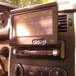 """Lieferung + Montage 1-DIN-Navigationsradio mit Freisprechanlage und ausfahrbarem Touchscreen + DVB-T + Rückfahrkamera in MB """"B-Klasse"""" durch TelematikTeam"""